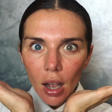Анна Седокова показала перевоплощение из невзрачной простушки в секс бомбу