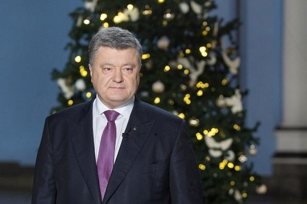 Украинцы сравнили новогодние обращения Порошенко и Путина